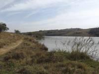 Área de caminhada beira da represa